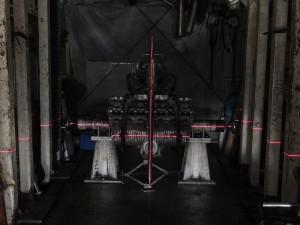 ■ダウンチューブとのJOINTが済んで、溶接歪みや縮みが起きうる可能性が多々ありますので・・・ Customには重要なフレーム測定検査です。 ピポットとクランクケースの割れ目が平行でHead Pipe Center で Vertical「垂直」が絶対条件です!